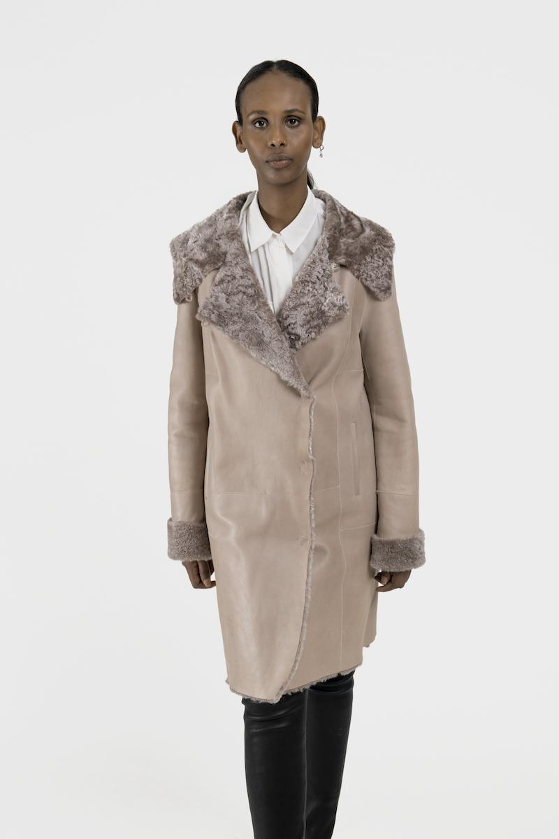 Pandore-manteau-agneau-retourne-merinillo-closeup