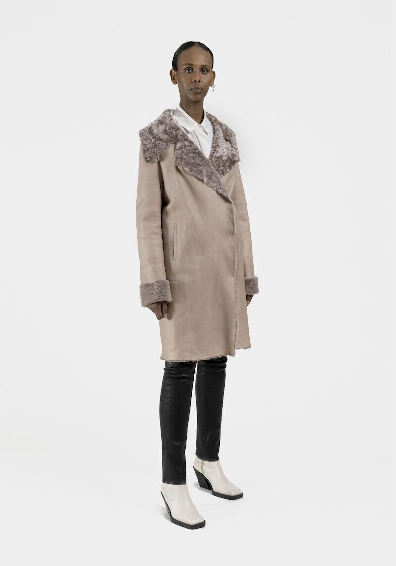 Pandore-manteau-agneau-retourne-merinillo-devant