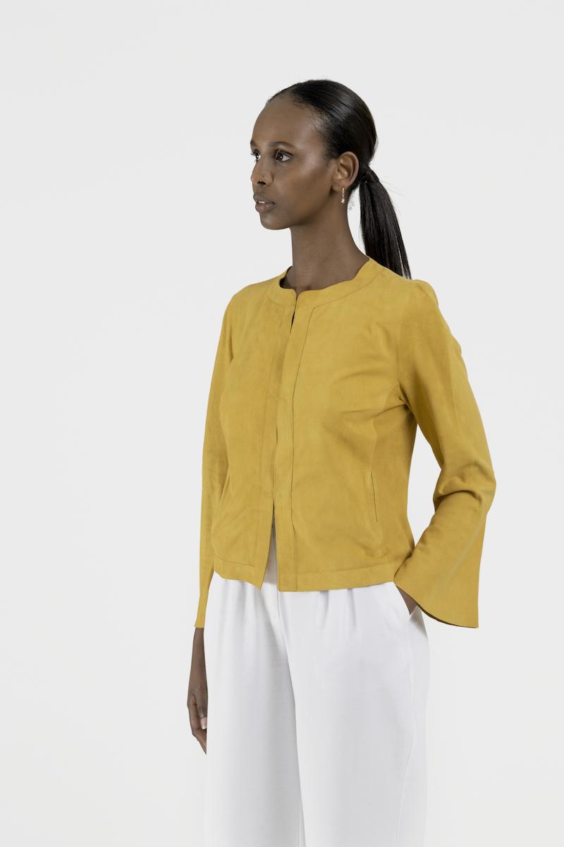 Halo-veste-courte-daim-jaune-cote