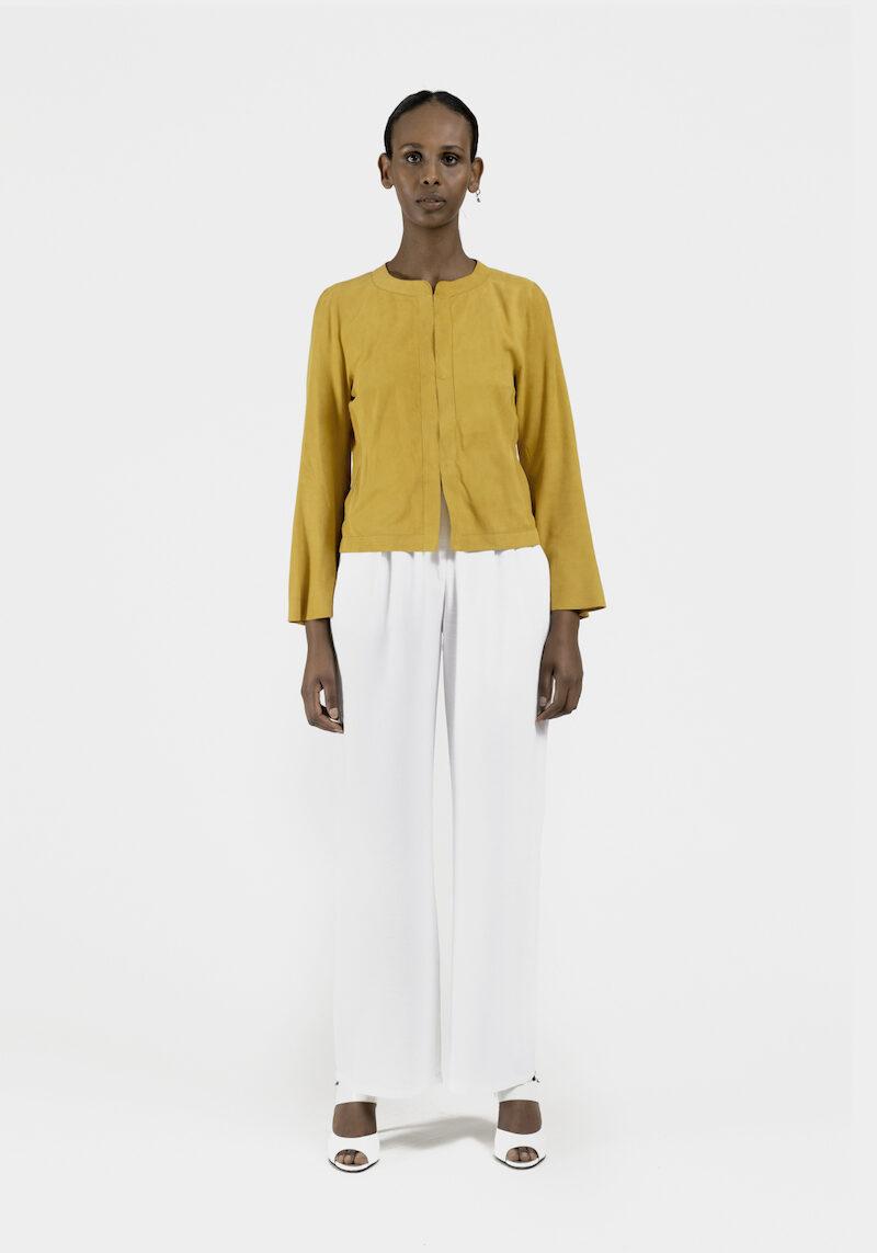 Halo-veste-courte-daim-jaune-devant