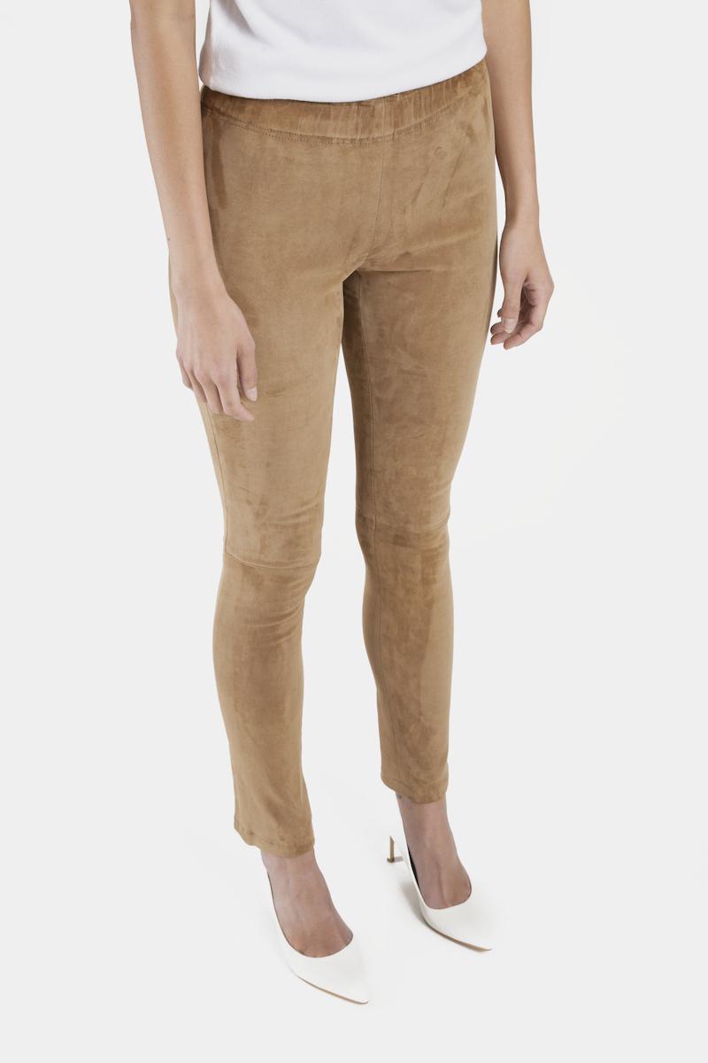 Shanna-pantalon-slim-daim-stretch-closeup