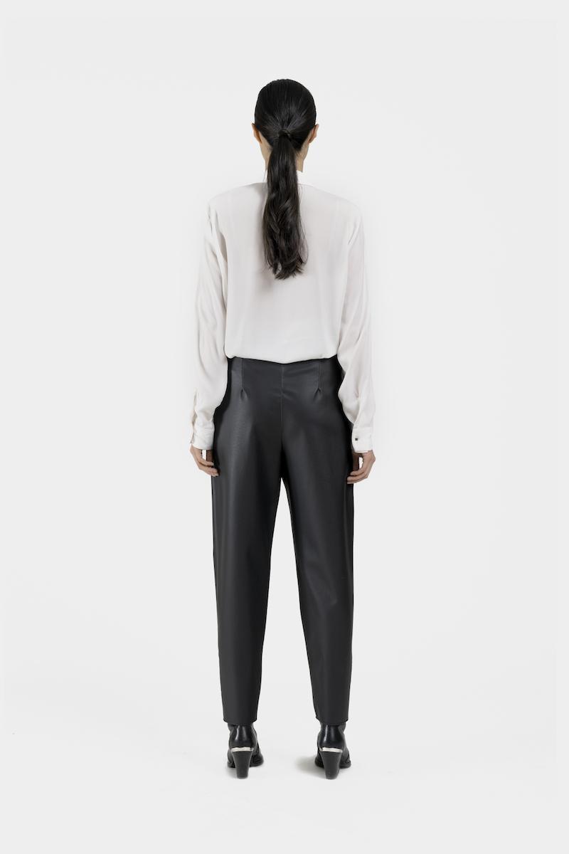 Verona-pantalon-taille-haute-coupe-droite-cuir-vegan-dos