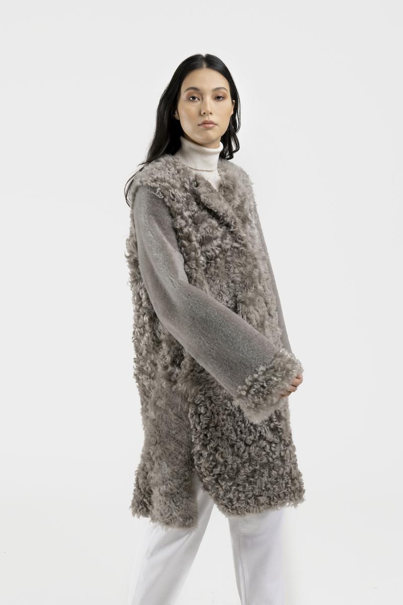 Aberdeen-manteau-agneau-retourné-gris-closeup