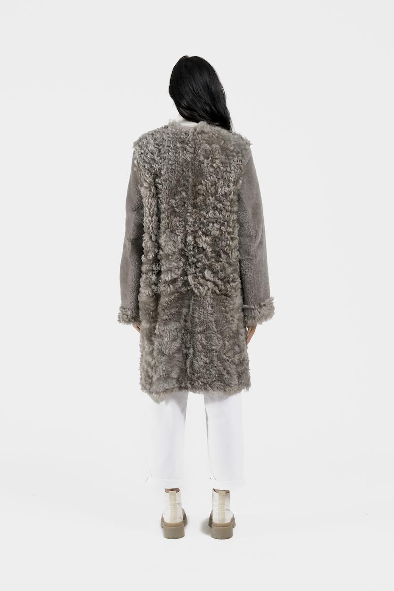 Aberdeen-manteau-agneau-retourné-gris-dos