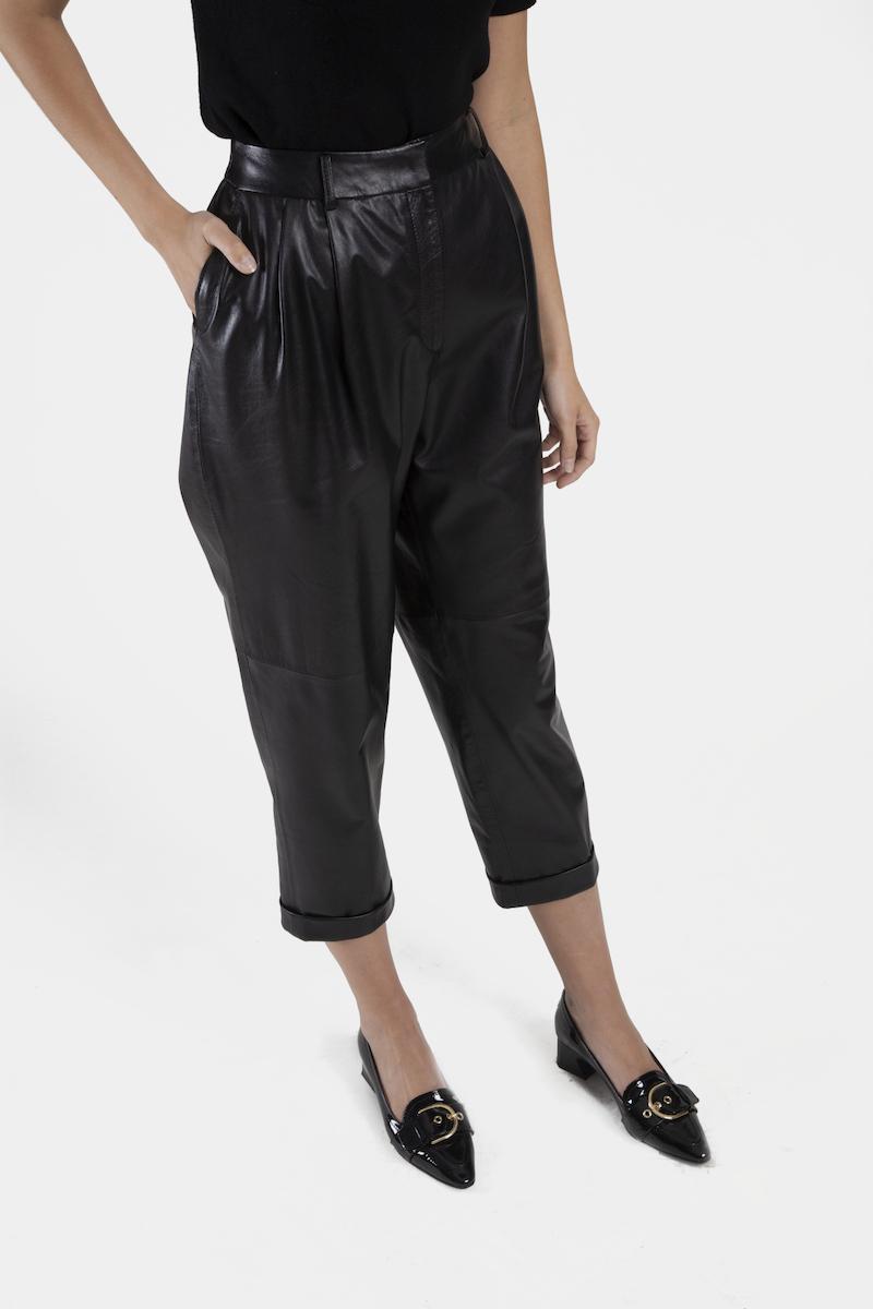 Louane-pantalon-cuir-agneau-closeup