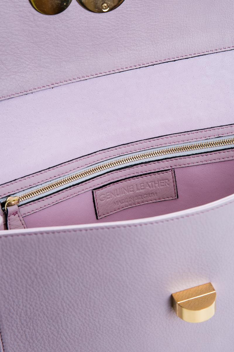 athena-sac-a-main-pochette-cuir-veau-italien-pleine-fleur-rose-detail