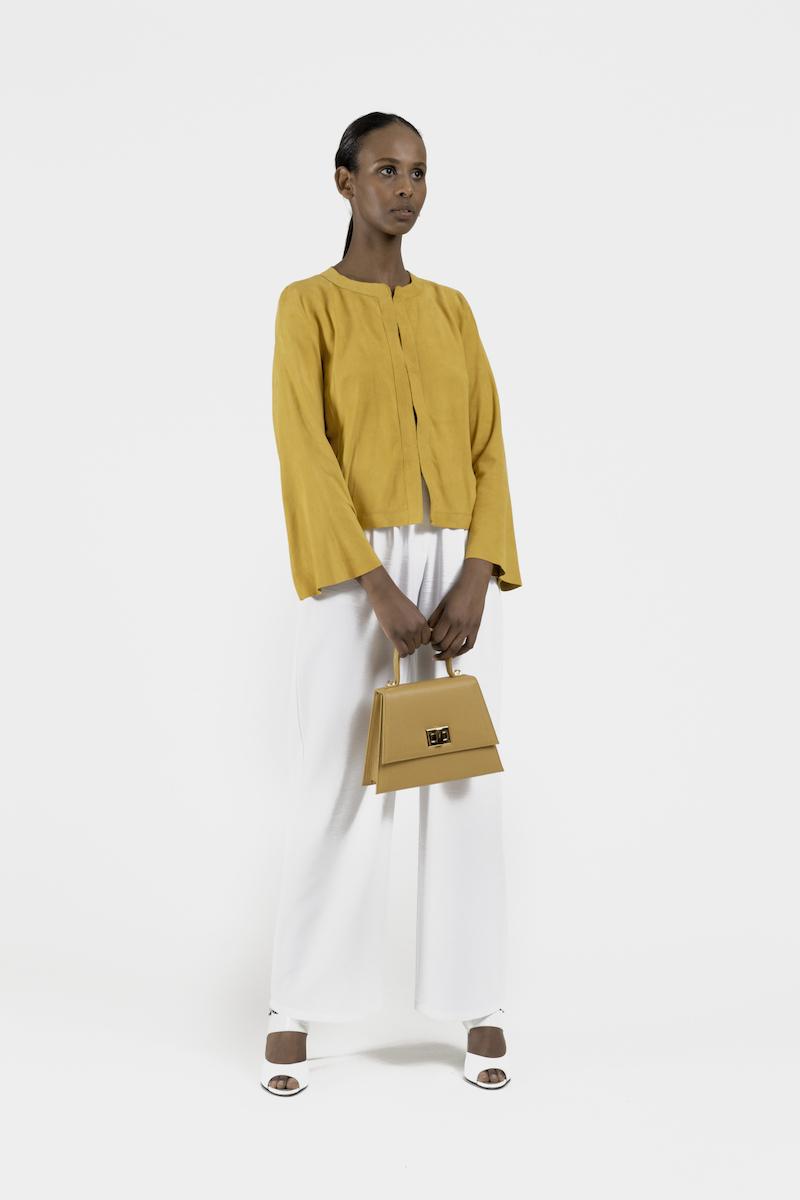 Artemis-mini-sac-a-main-cuir-veau-jaune-porte