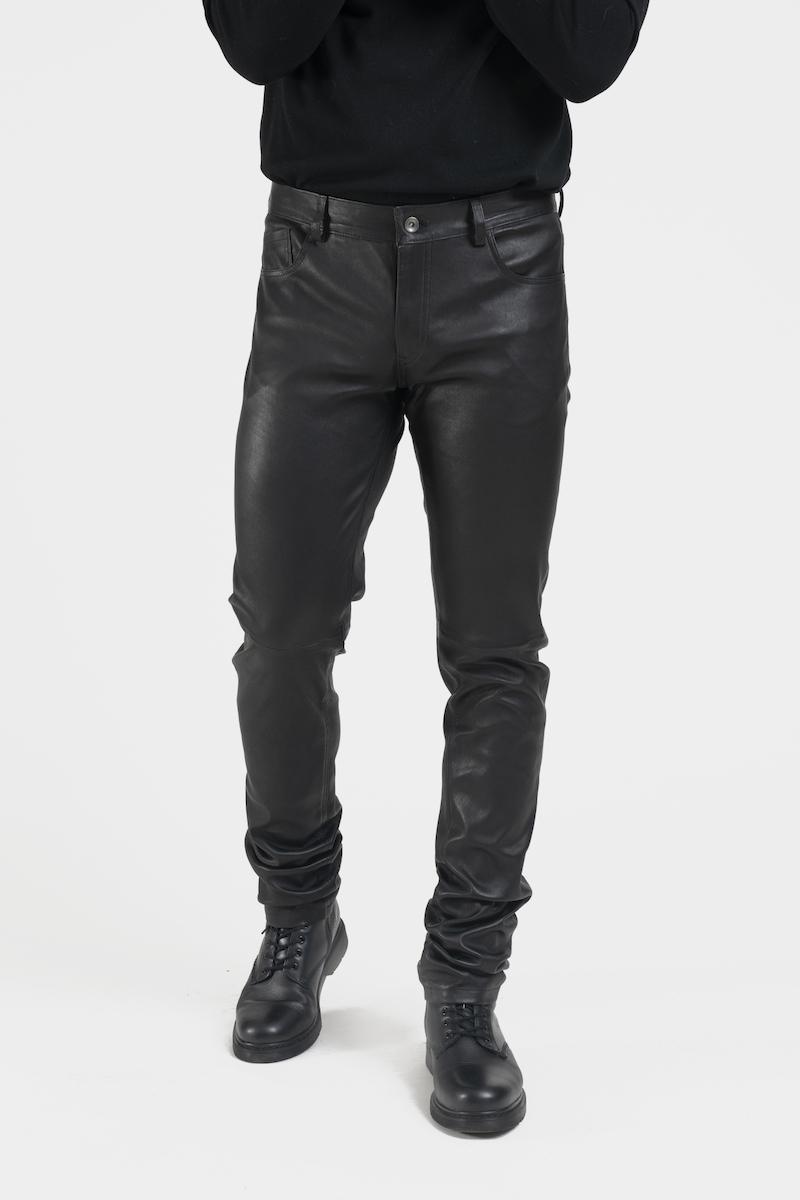 Leny-pantalon-coupe-jeans-cuir-agneau-noir-closeup