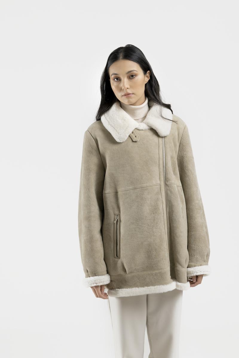 London-blouson-oversize-exclusif-agneau-retourne-merinos-closeup