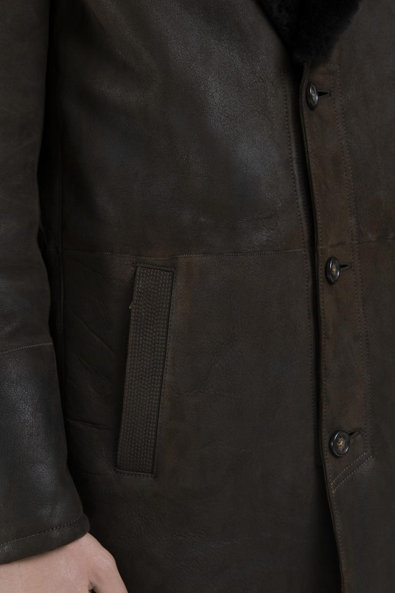 Manteau-veste-col-revers-agneau-retourne-merinos-detail