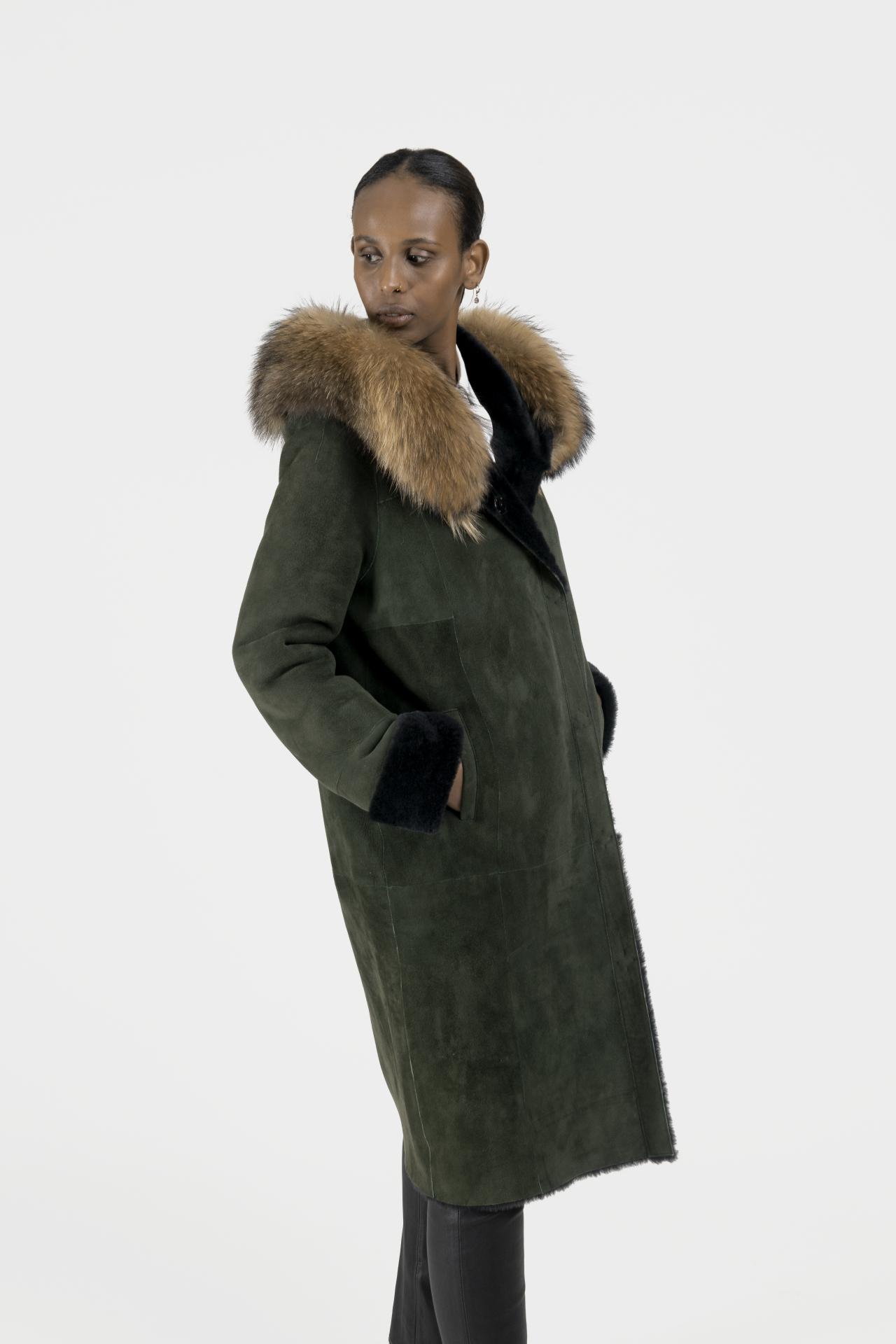 Rose-long-manteau-capuchon-agneau-retourne-cote