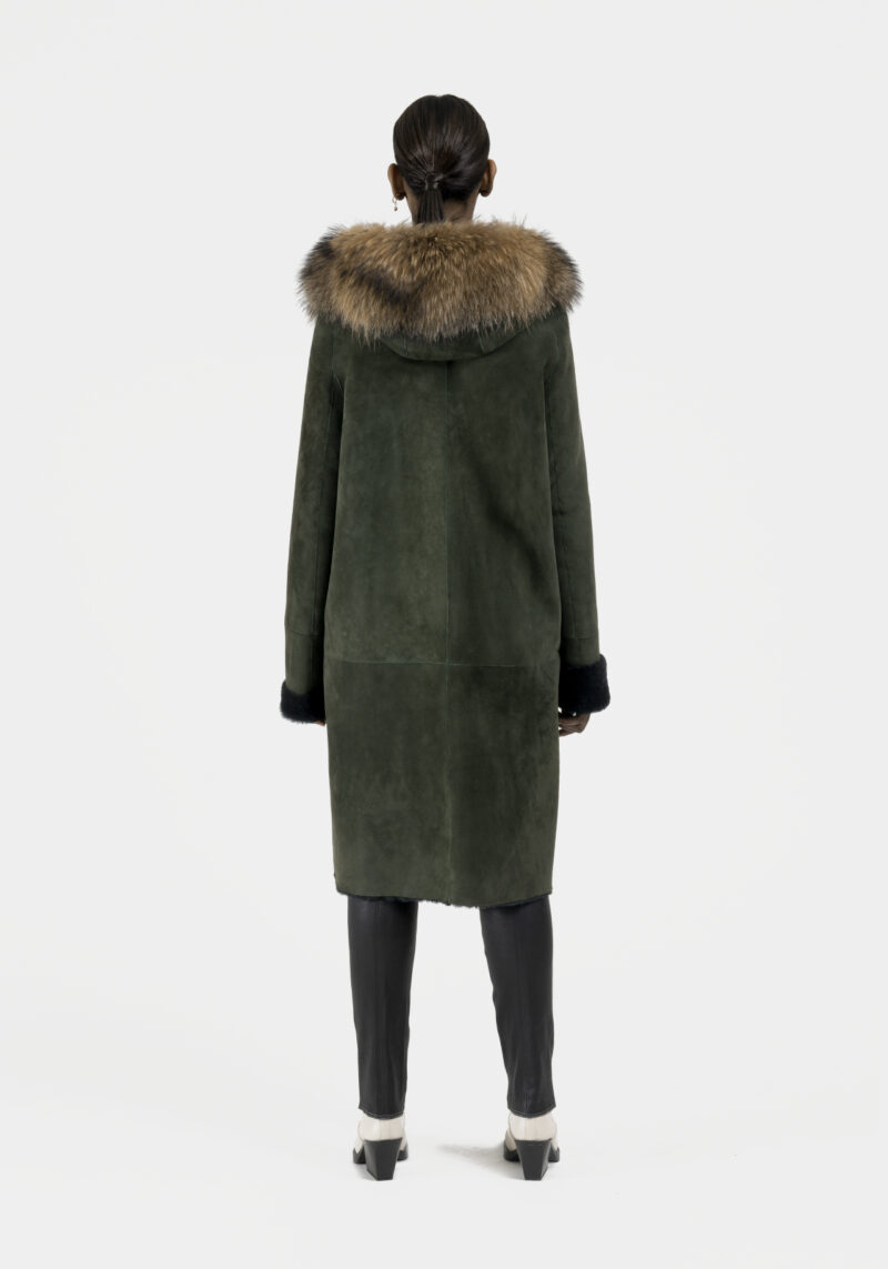 Rose-long-manteau-capuchon-agneau-retourne-dos