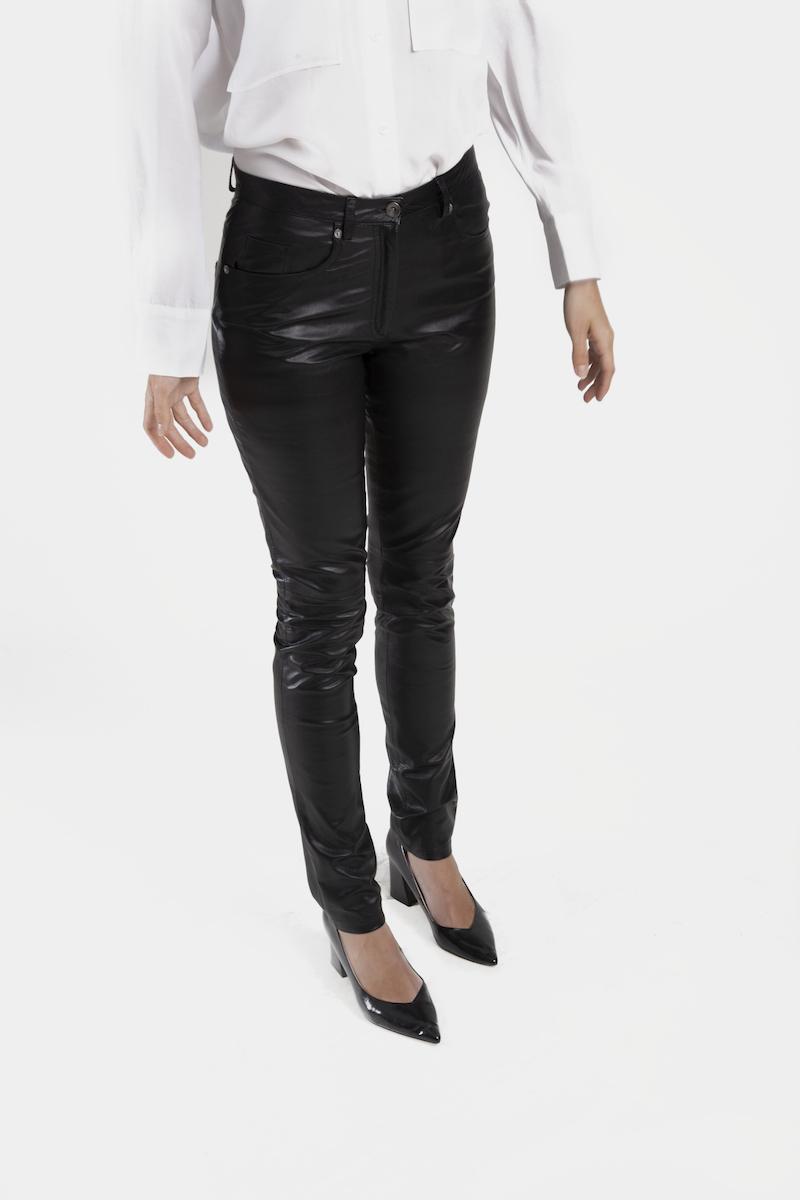 Sting-pantalon-cuir-agneau-coupe-jeans-closeup