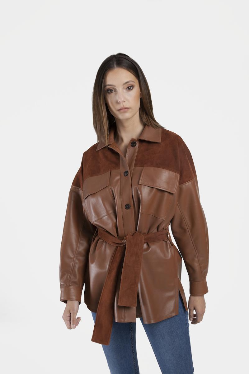 Valia-chemise-veste-oversize-daim-cuir-agneau-closeup