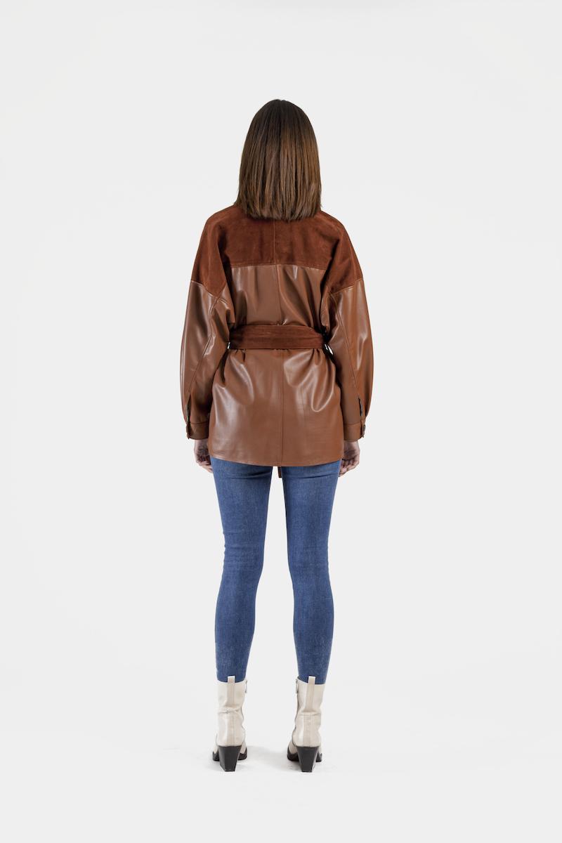 Valia-chemise-veste-oversize-daim-cuir-agneau-dos