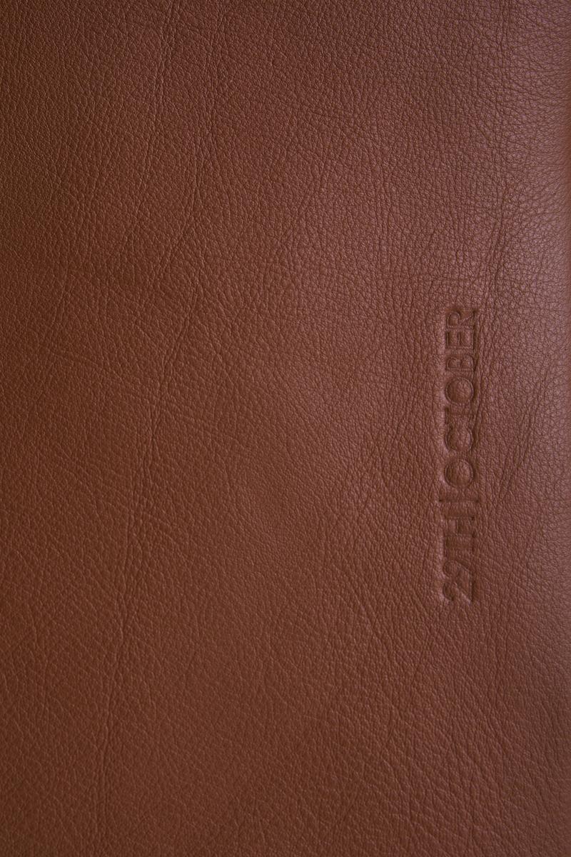 housse-pochette-ordinateur-cuir-veritable-luxe-brun-logo
