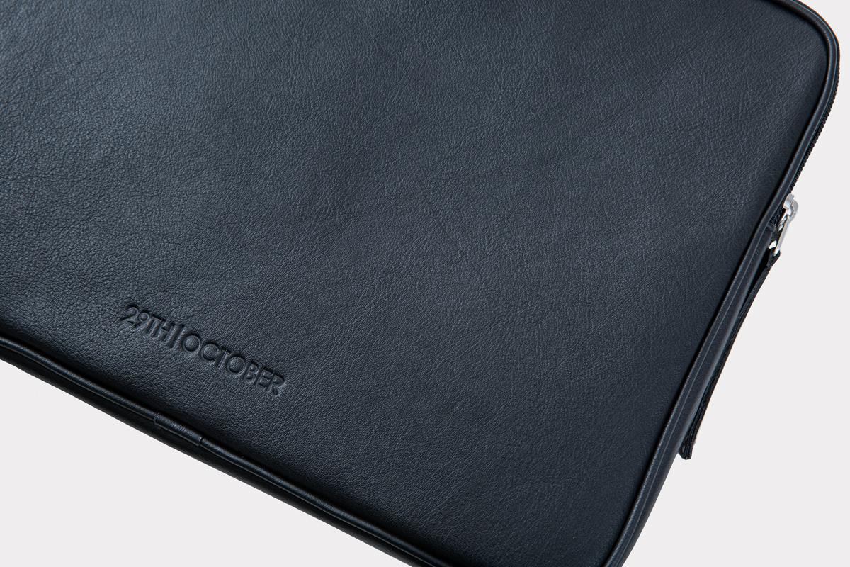 housse-pochette-ordinateur-cuir-veritable-luxe-noir-detail