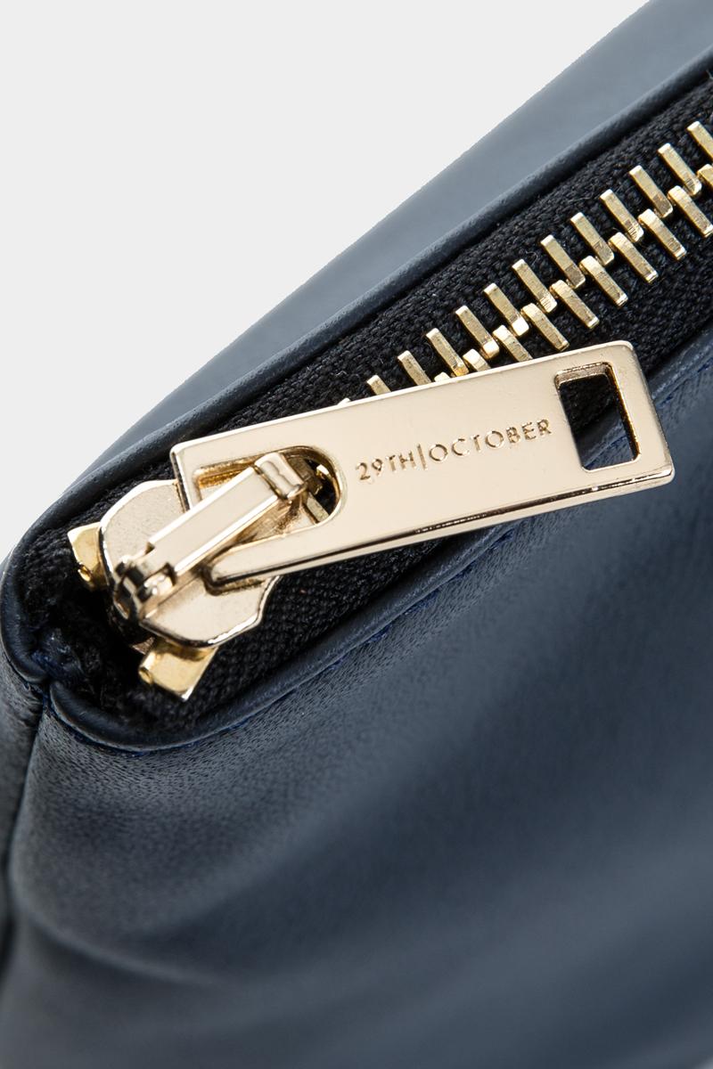 pochette-trousse-maquillage-voyage-luxe-cuir-bleu-veau-italien-detail
