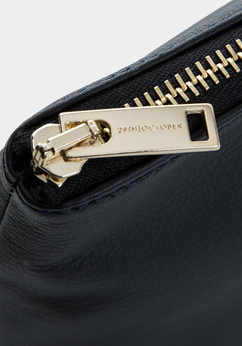 pochette-trousse-maquillage-voyage-luxe-cuir-noir-veau-italien-detail-1
