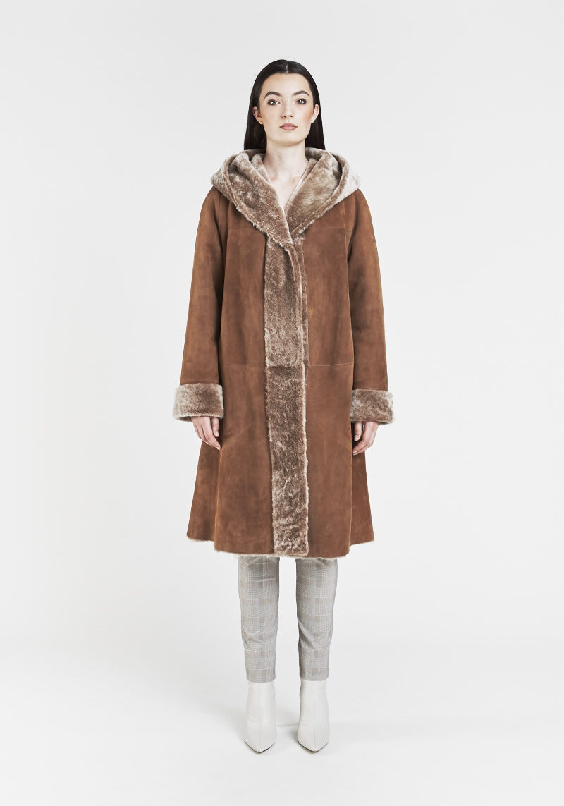 fania-manteau-chaud-confortable-capuchon-agneau-retourne-merinos-peau-lainee