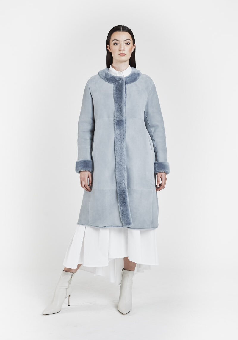 fiorella-chaqueta-reversible-light-comfort-lana-pieles-cordero-azul-1