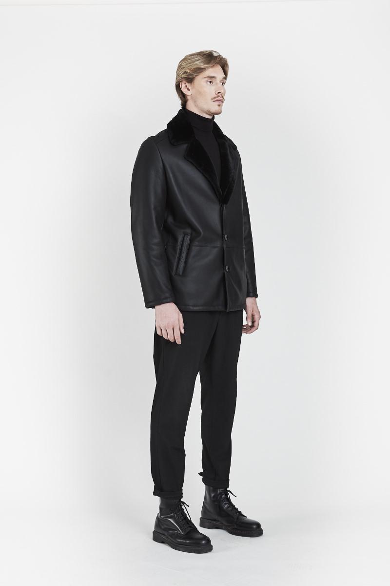 largo-veste-elegante-col-revers-agneau-retourne-peau-lainee-cote