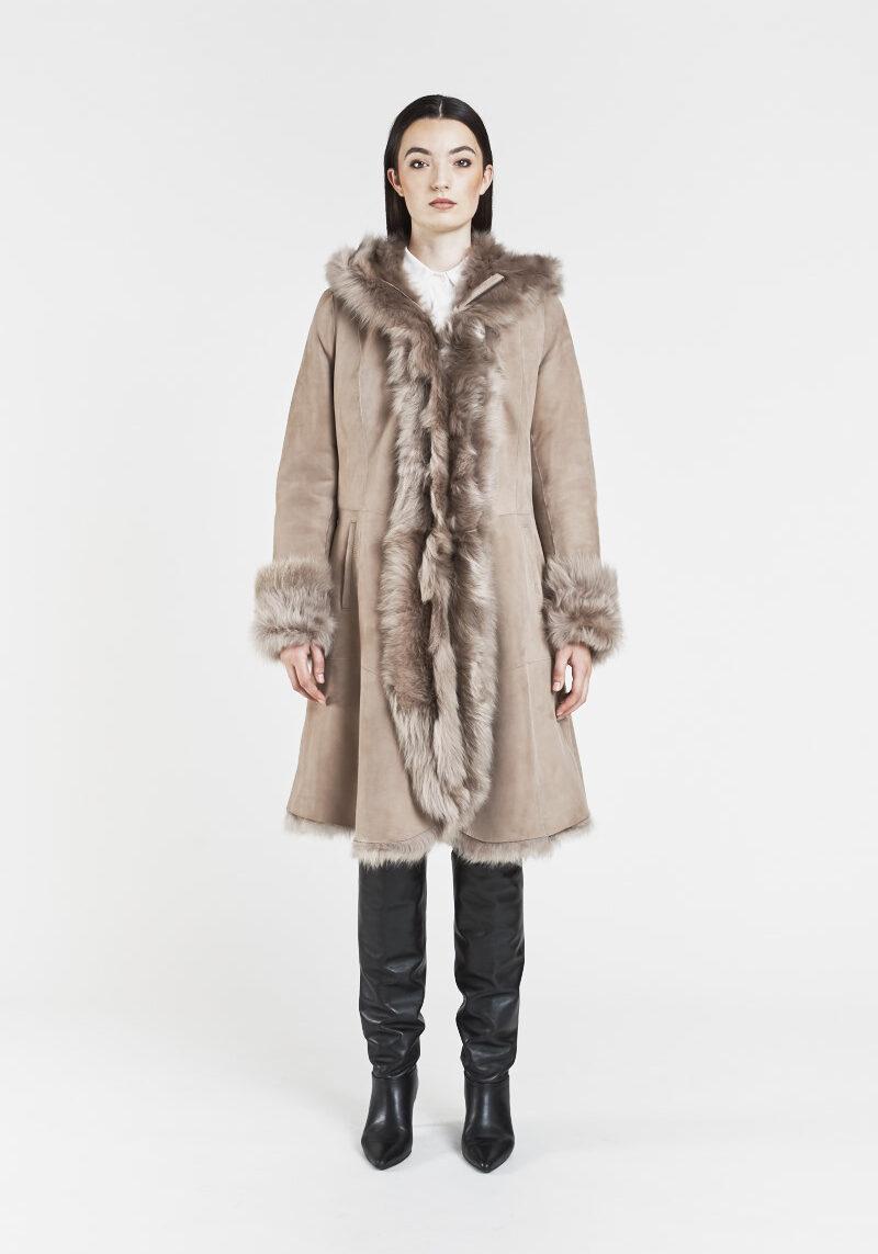 victoire-long-manteau-chaud-confortable-capuchon-agneau-retourne-peau-lainee